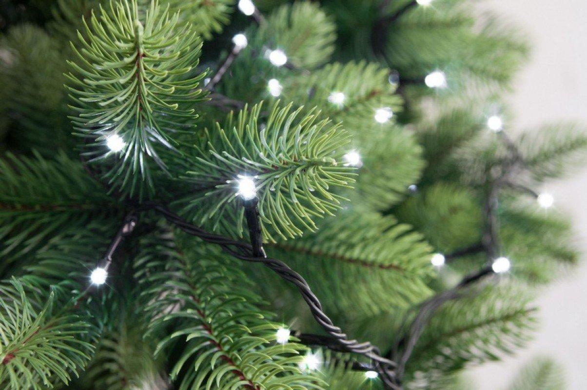 Karácsonyi műfenyőink, LED világítások, illatrudak, girlandok