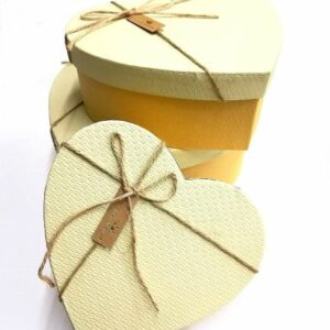 Szív alakú doboz szett sárga, krém tetővel 3 db