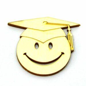 Festhető fafigura Smiley ballagási kalapban