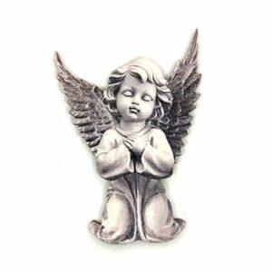Festett angyal fafigura térdeplő 4,5 x 6,5 cm 1 db