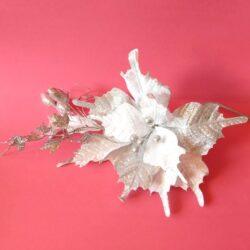 csillamos-feher-ezüst-diszito-csokor-levelekkel-bogyokkal-hobbykreativ