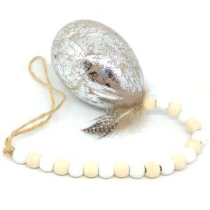 Gyöngysorral akasztható márványos tojás tollal ezüst 1 db