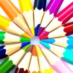 Ceruzák, filctollak, zsírkréták, ecsetek