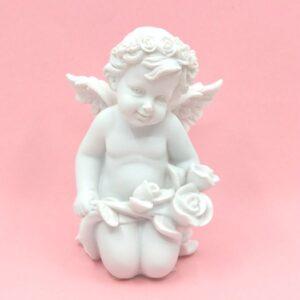 Kerámia angyal figura rózsával térdeplő 12 x 8 cm 1 db
