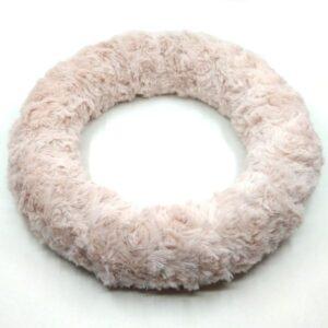 Pasztell mályva körkörös mintás szőrmével bevont koszorú 25 cm