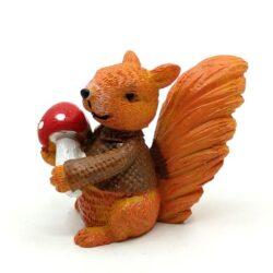 keramia-mokus-figura-pulcsiban-gombaval-hobbykreativ