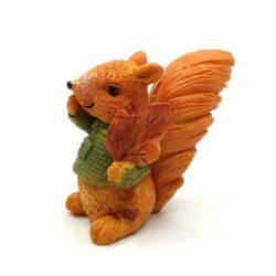 keramia-mokus-figura-pulcsiban-levellel-hobbykreativ