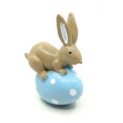 keramia-nyuszi-figura-kek-pottyos-tojason-hobbykreativ