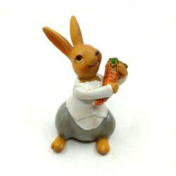 keramia-nyuszi-fiu-repaval-szurke-nadragban-1-hobbykreativ