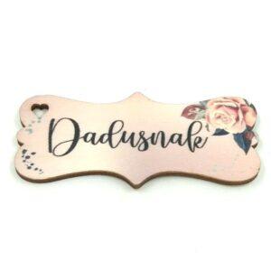 Festett rózsás fatábla Dadusnak felirattal 7 x 3 cm